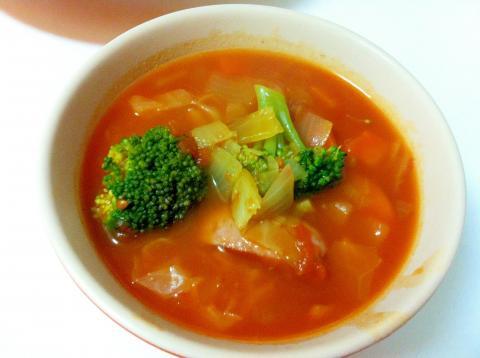トマト缶で野菜たっぷりミネストローネ☆