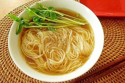 残った素麺で簡単あったか~★胡椒にゅうめん♪