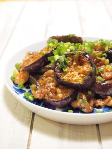 ご飯がすすむ なすと豚肉の旨辛にんにくマヨ味噌炒め