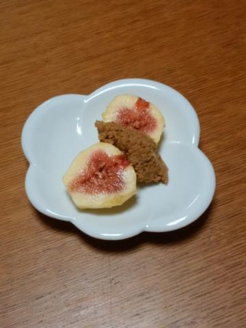 イチジクのアーモンドソース