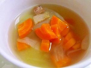 ルクエでスープ♪玉ねぎとにんじんのコンソメスープ