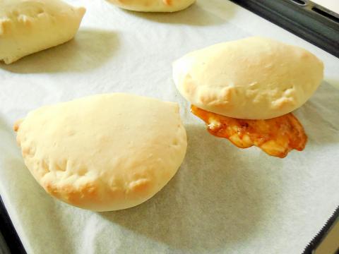 チーズミートソースのカルツォーネ